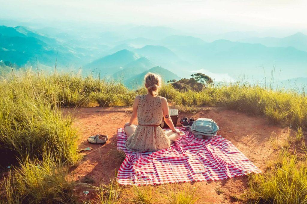Freundin überraschen romantisch Picknick
