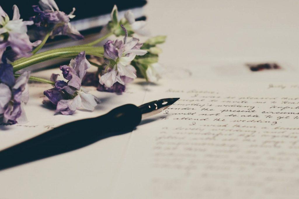 Freundin überraschen Liebesbrief