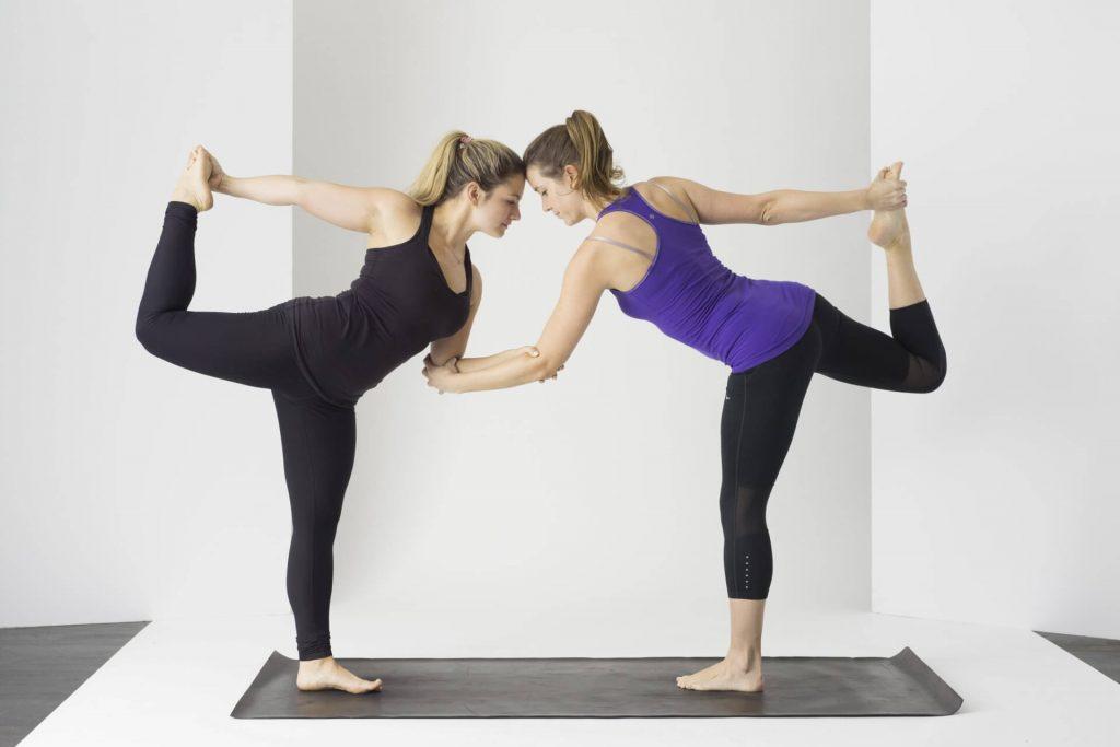 Freundin überraschen nach Arbeit Privatstunde Yoga