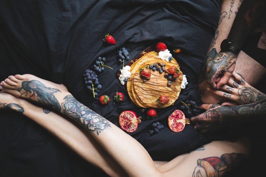 Freundin überraschen sexuell fruechte erdbeeren sahne