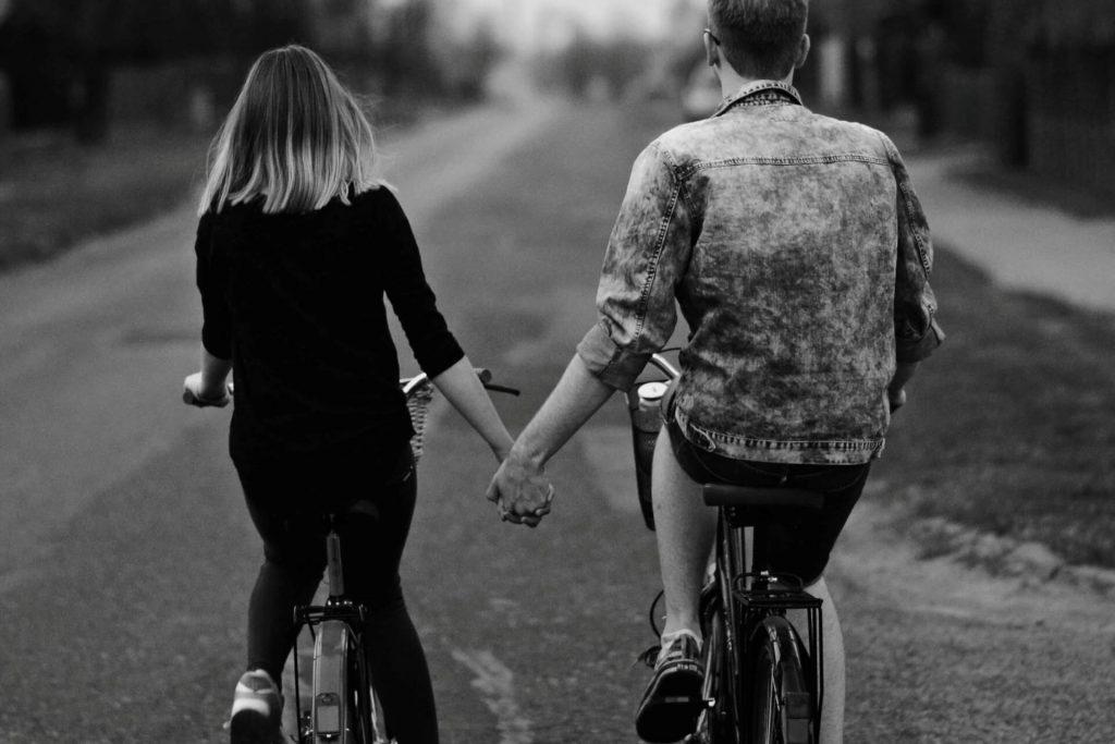 Freundin überraschen unternehmen Fahrradtour