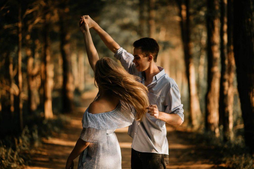 Freundin überraschen unternehmen Tanzkurs