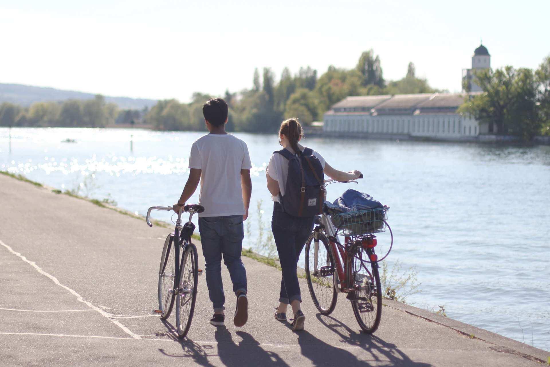 Freundin überraschen mit Ausflug Fahrradtour