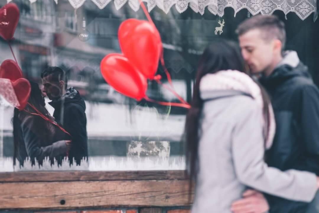 Freundin überraschen Valentinstag